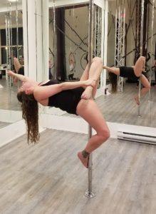 aradia fitness calgary, pole dance classes, pole fitness,
