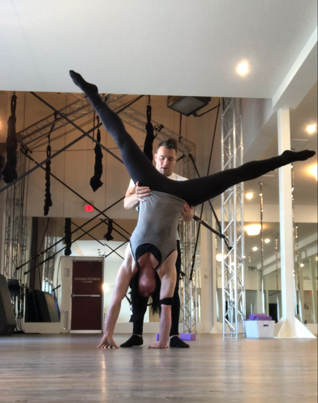 Cirque du Soliel artist and gymnast Sascha Bachmann taught classes at Aradia in 2019.